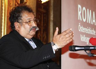 Rudolf sark zi est porte parole des roms en autriche for Porte parole en anglais