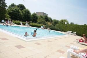 Pressions musulmanes dans une piscine de ch lons en for Piscine aquarel lons