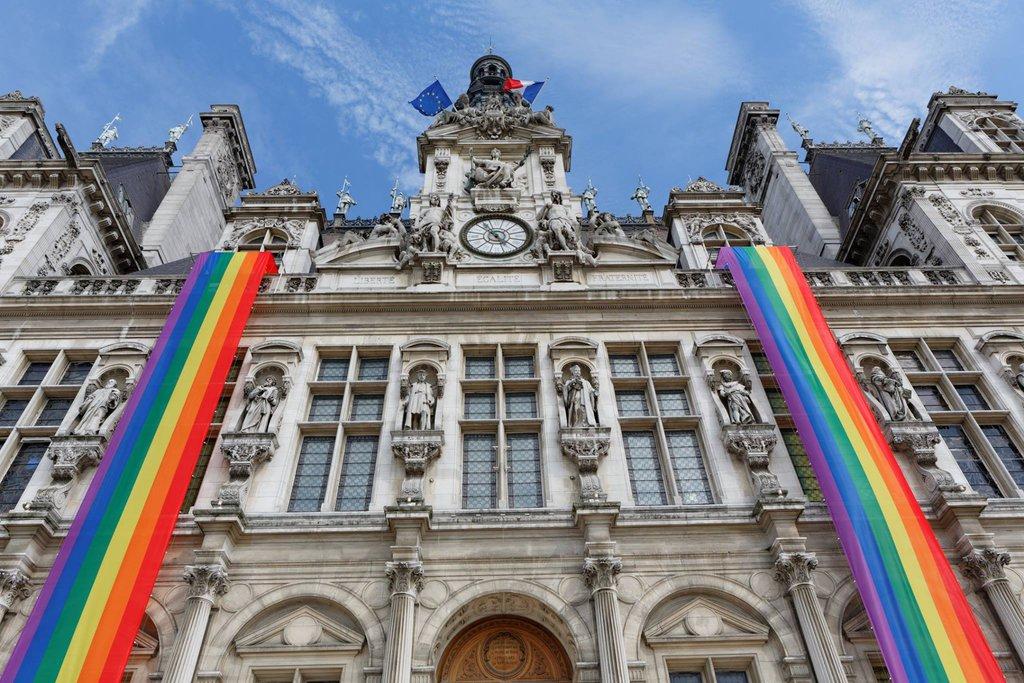 http://www.contre-info.com/wp-content/uploads/2015/07/La-Maire-de-Paris-aux-couleurs-de-la-Gay-Pride_exact1024x768_l.jpg