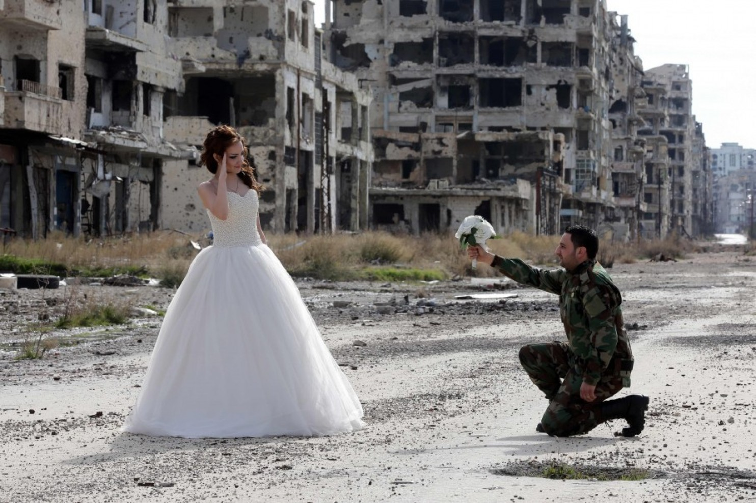 Mariage d'un soldat syrien, dans les ruines de Homs